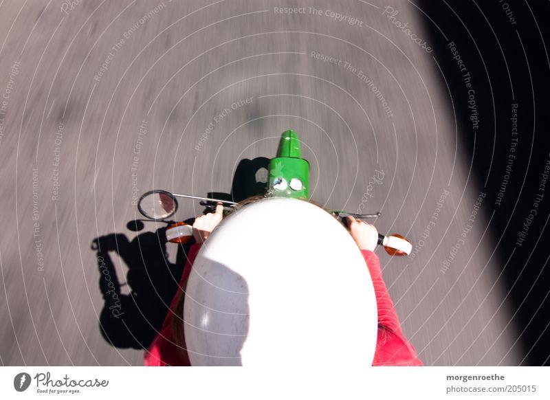 Sonntagsausflug...komm mit! Verkehr Verkehrsmittel Verkehrswege Helm Bewegung fahren grün rot Kleinmotorrad Straße Spiegel Unschärfe Schatten Schutzhelm