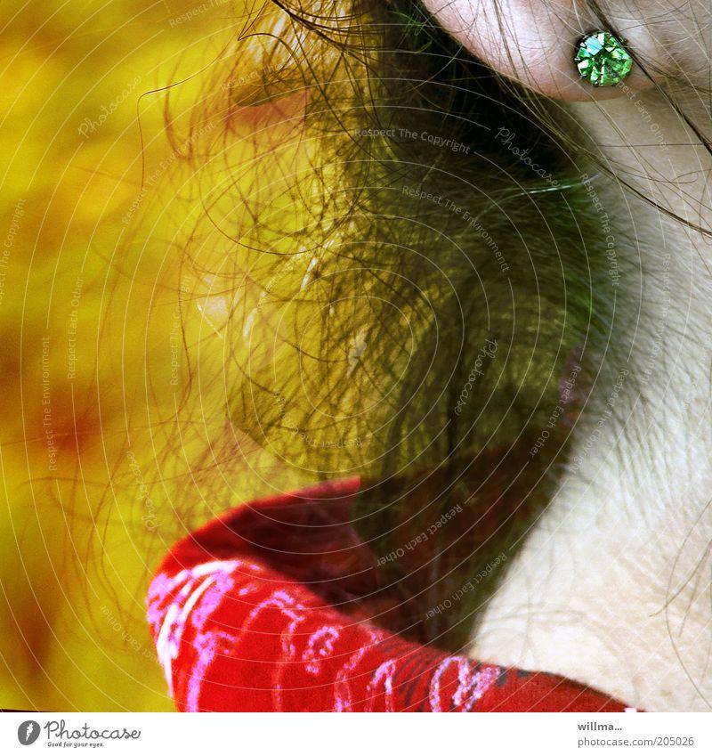 frau mit ohrring feminin Haare & Frisuren Haut Schmuck Hals Ohrringe Mensch Kragen Nacken Ohrläppchen