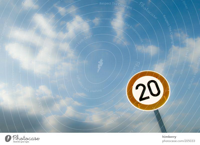 just twenty Himmel Sommer Straße Straßenverkehr Wetter Verkehr Geschwindigkeit Verkehrswege Gesetze und Verordnungen Ziffern & Zahlen 20 kreisrund Verkehrsschild Regel Verkehrszeichen Landstraße