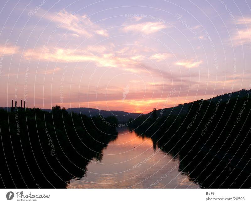 Kurz nach Sonnenuntergang Dämmerung Wolken Abend Fluss Wasser Farbe