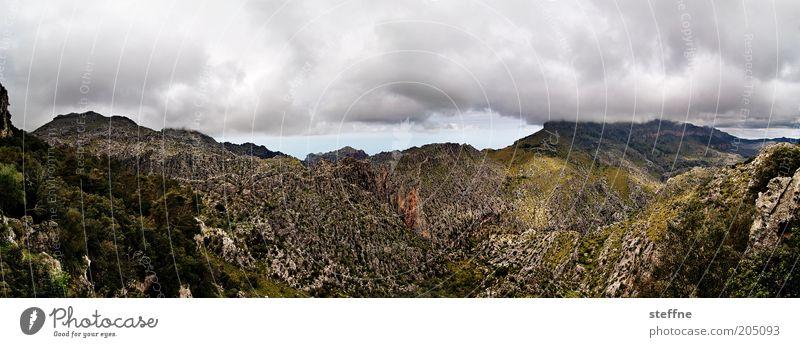 Wolkenkuckucksheim Natur Berge u. Gebirge Landschaft Wetter Umwelt Felsen ästhetisch außergewöhnlich Mallorca Panorama (Bildformat) Gewitterwolken