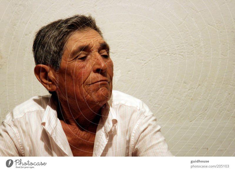 Mensch Erwachsene Gefühle Senior Kopf träumen Kunst maskulin Armut Kultur Frieden 45-60 Jahre Stolz Künstler Musiker Homosexualität