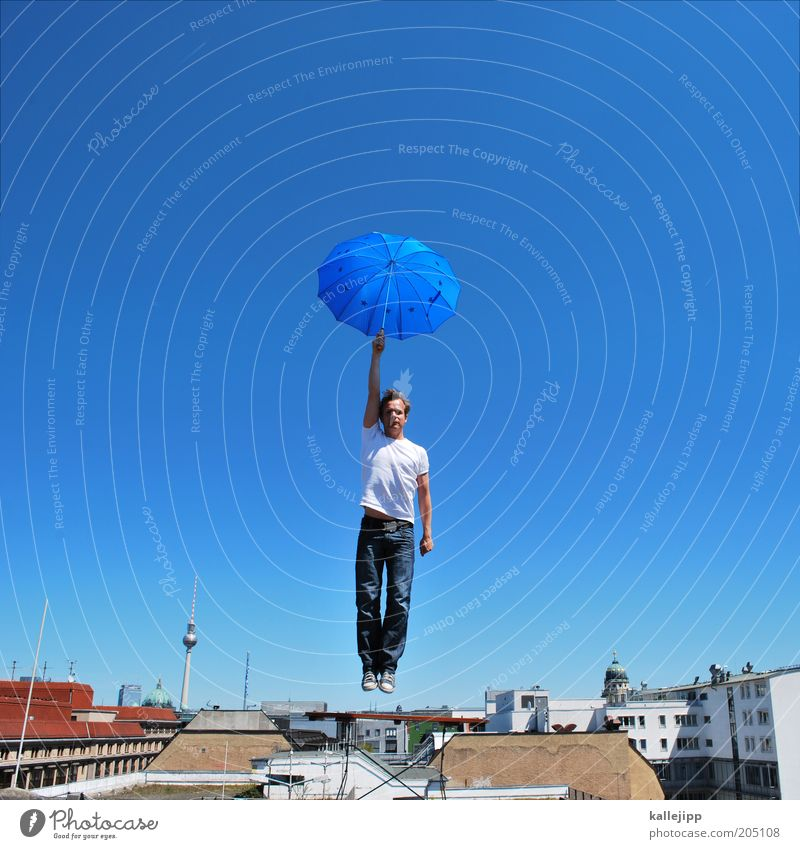 mary poppins Mensch Himmel Mann blau Erwachsene Haus Berlin Fahne Stil träumen fliegen Lifestyle Europa Dach Wunsch Regenschirm