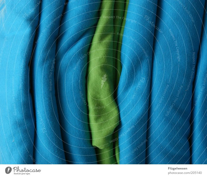 Gegen den Strom schwimmen Stil Mode Bekleidung Stoff authentisch Textilien Baumwolle Wäsche Farbfoto Innenaufnahme Tag Stapel aufeinander blau grün Haufen