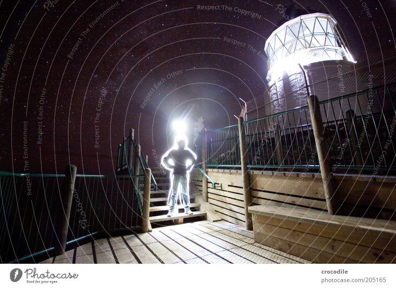 New Zealand 116 Junger Mann Außerirdischer Nachthimmel Stern Leuchtturm außergewöhnlich dunkel fantastisch ästhetisch Stimmung Farbfoto Außenaufnahme Licht