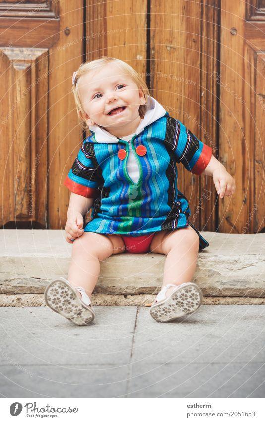 Glückliches Baby Mensch Freude Mädchen Leben Lifestyle Liebe Gefühle feminin lachen Kindheit sitzen Fröhlichkeit Lächeln Abenteuer