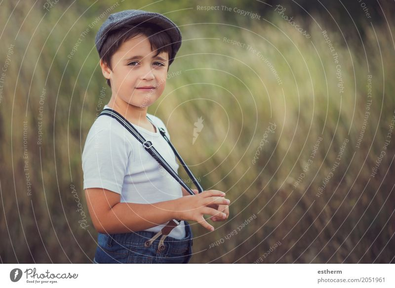 glückliches Kind lächelnd in die Kamera Lifestyle Mensch Kleinkind Junge Kindheit 1 3-8 Jahre Natur Garten Park Mütze Lächeln lachen lustig Gefühle Freude