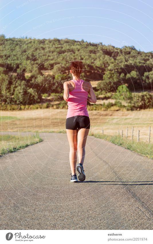 Mädchen, das auf der Straße läuft Lifestyle Wellness Leben Wohlgefühl Freizeit & Hobby Sport Fitness Sport-Training Leichtathletik Mensch feminin Junge Frau