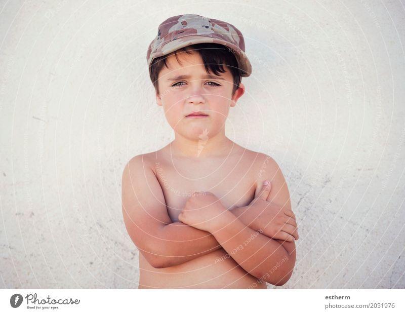 Trauriger Junge Mensch Kind Einsamkeit Lifestyle Traurigkeit Freiheit maskulin Kindheit Mütze Stress Kleinkind Verzweiflung Sorge Frustration Enttäuschung