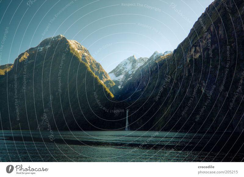 New Zealand 141 Umwelt Natur Landschaft Wetter Berge u. Gebirge Küste Bucht Fjord Meer Insel Wasserfall Milford Sound ästhetisch Farbfoto Außenaufnahme