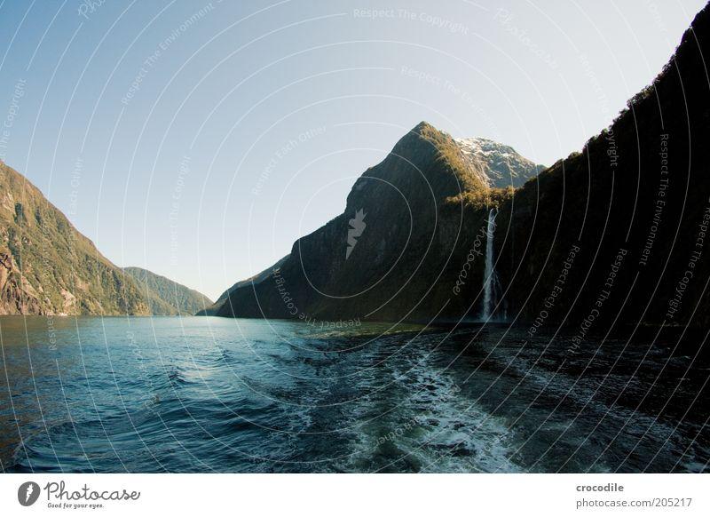 New Zealand 143 Natur Meer dunkel Berge u. Gebirge Landschaft Umwelt Küste Wetter Insel ästhetisch Reisefotografie Bucht Wasserfall Sehenswürdigkeit Fjord