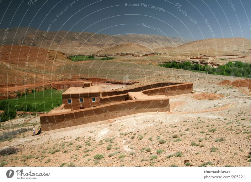 Himmel Natur Ferien & Urlaub & Reisen Haus Umwelt Fenster Landschaft Wand Berge u. Gebirge Wärme Mauer Feld Felsen Dach Wüste Hügel