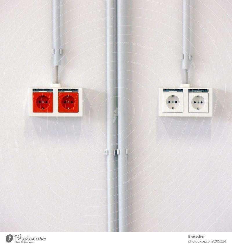 Elektrofachplanung weiß rot Wand Mauer Energie Energiewirtschaft Elektrizität Netzwerk paarweise Kabel Baustelle Innenarchitektur Kapitalwirtschaft Renovieren