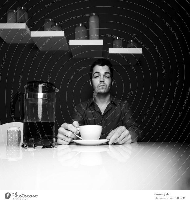 coffee break Mensch maskulin Mann Erwachsene 18-30 Jahre Jugendliche sitzen Kaffee Kannen Küche Lächeln lustig Bart Coolness Hemd Pause Tasse Hochmut