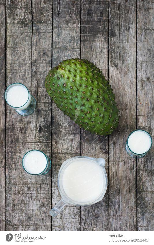 Smoothie von Guanabana - tropische Frucht - Sommerzeit grün Gesunde Ernährung weiß natürlich Holz frisch Tisch Getränk trinken lecker Frühstück exotisch Dessert