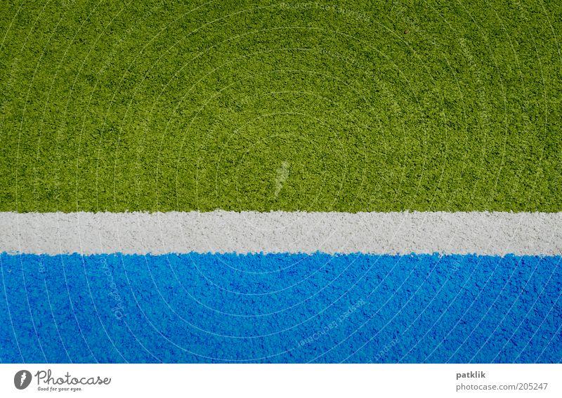 Streifig Sportstätten ästhetisch blau grün weiß Streifen Kunstrasen Strichellinie Spielfeld Spielfeldbegrenzung Grenze Abtrennung 3 mehrfarbig Farbfoto