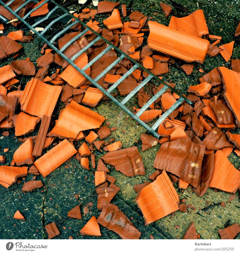 ton. steine. scherben. Stein kaputt Boden Baustelle Wandel & Veränderung Handwerk gebrochen Handwerker Leiter Wirtschaft Renovieren Zerstörung Aluminium Dach Ton Dachziegel
