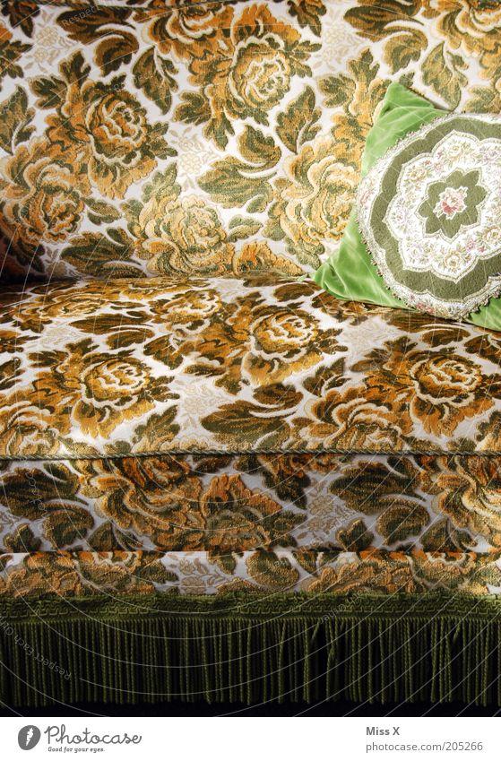 Musta Dekoration & Verzierung Möbel Sofa Sessel Stoff alt retro weich Nostalgie Kissen Textilien Farbfoto Innenaufnahme Muster Blumenmuster Franse altmodisch
