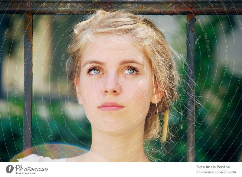 miss. elegant Stil feminin Junge Frau Jugendliche Auge Mund 1 Mensch Haare & Frisuren blond Zopf beobachten Duft schön weich Zufriedenheit Reinheit Lichtpunkt