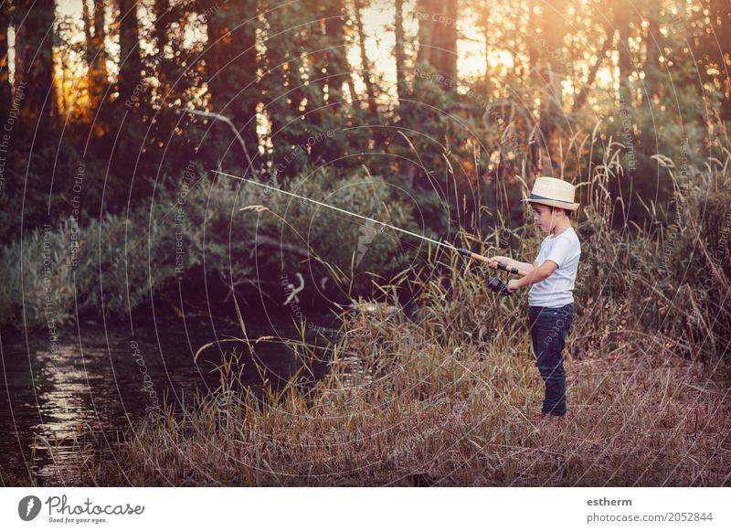 Jungenfischen Lifestyle Freizeit & Hobby Angeln Ferien & Urlaub & Reisen Abenteuer Freiheit Mensch Kind Kleinkind Kindheit 1 3-8 Jahre Park Wiese Wald Fluss