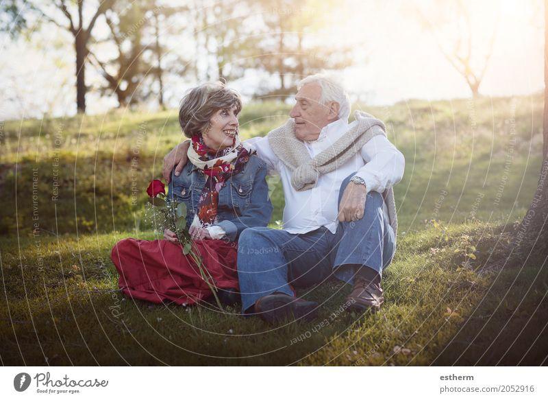 Portrait der romantischen älteren Paare Mensch Lifestyle Liebe Senior Gefühle feminin lachen Familie & Verwandtschaft Glück Garten Feste & Feiern Zusammensein