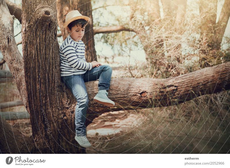 nachdenklicher Junge Lifestyle Ferien & Urlaub & Reisen Abenteuer Sommerurlaub Mensch feminin Kind Kleinkind Kindheit 1 3-8 Jahre Frühling Wiese Feld Wald