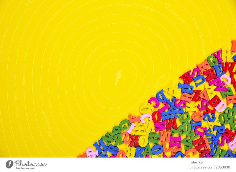 mehrfarbige Buchstaben des englischen Alphabets Freude Dekoration & Verzierung Bildung Holz oben gelb Farbe Gußeisen viele Entwurf Symbole & Metaphern Brief