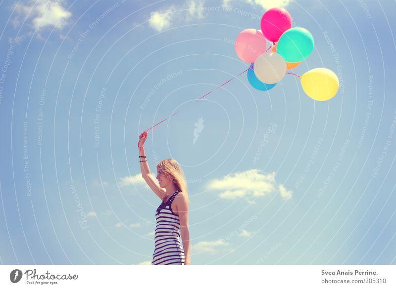 brause. Mensch Frau Jugendliche blau weiß rot Sommer Wolken gelb Umwelt Leben feminin Haare & Frisuren Stil Luft blond