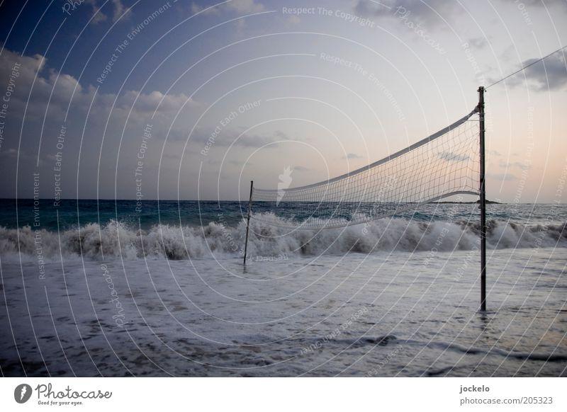 Wet Season Sport Ballsport Volleyball Sportstätten Wasser Wolken Sommer Strand Meer blau Horizont Volleyballnetz Menschenleer Brandung Wellen Gischt Flut