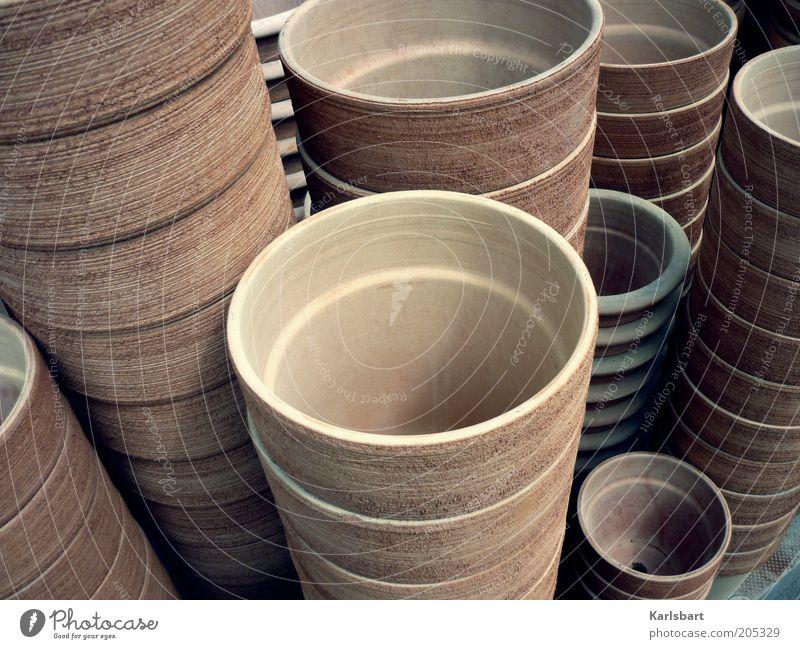 around. Farbe Stil braun klein Design groß viele Stapel Blumentopf Ton Größe Keramik Werkstatt Töpferei Tontopf Größenunterschied