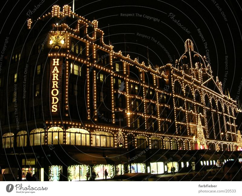 Harrods by night Weihnachten & Advent Architektur London Weihnachtsdekoration Schaufenster Lichterkette Großbritannien England