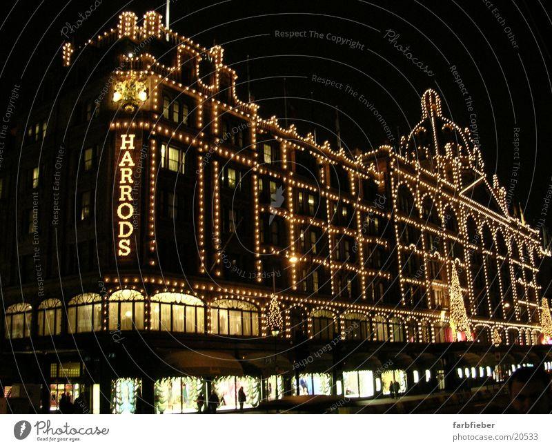 Harrods by night Weihnachten & Advent Architektur London Weihnachtsdekoration Schaufenster Lichterkette Großbritannien England