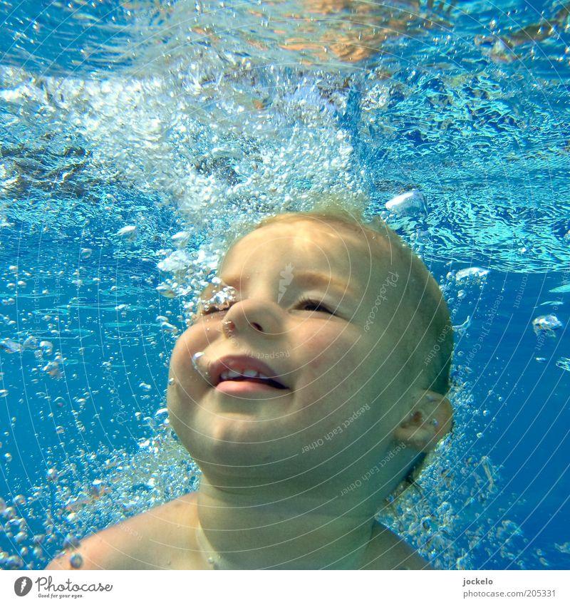 Anfängertaucher Mensch Kind Wasser blau Freude Gesicht gelb Junge Kopf Baby frei maskulin Fröhlichkeit Schwimmen & Baden Coolness natürlich