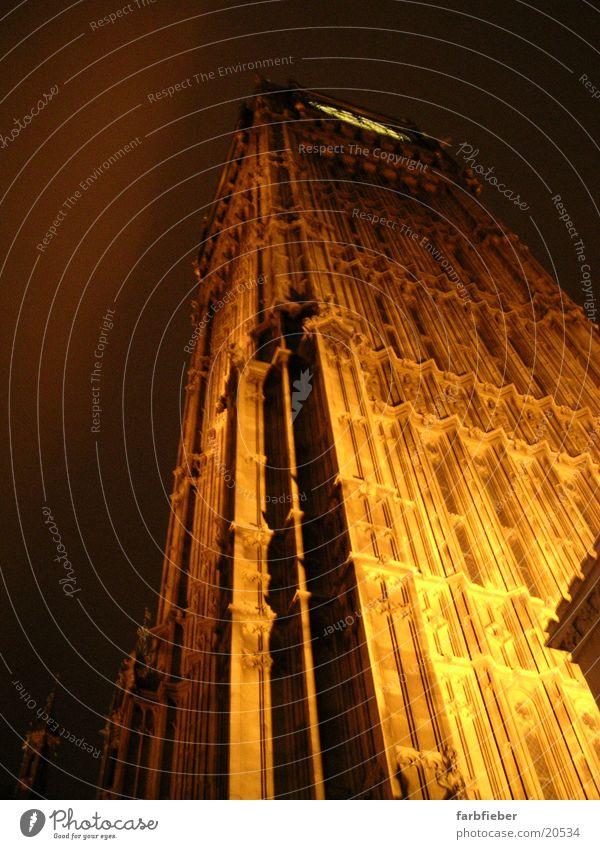 Big Ben by night London Großbritannien Nacht Froschperspektive erleuchten Architektur Wahrzeichen Denkmal extreme Perspektive überragend hoch