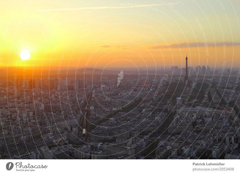 Sonnenuntergang über Paris Himmel Ferien & Urlaub & Reisen Stadt schön Wolken Haus Architektur Umwelt Straße Frühling außergewöhnlich Tourismus orange Horizont
