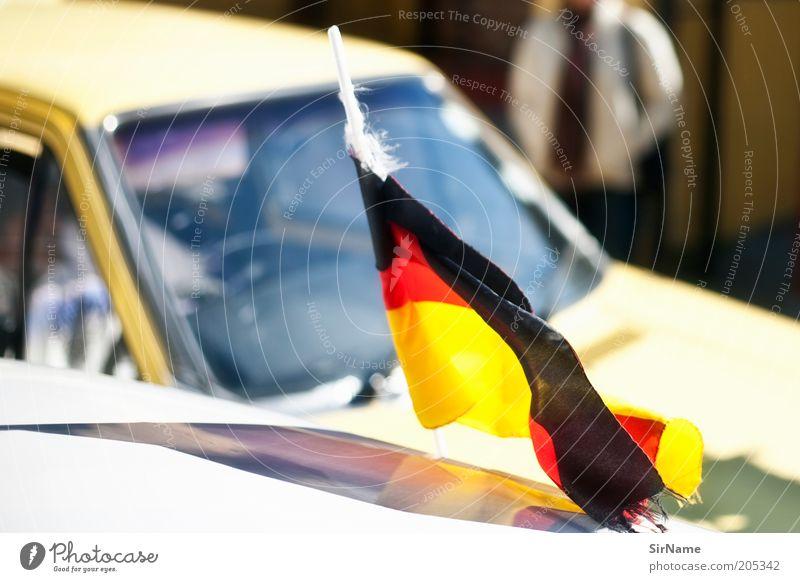 132 [auch hier] rot Sonne Ferien & Urlaub & Reisen schwarz PKW gold Tourismus Fahne Deutsche Flagge Fan Politik & Staat Verkehrsstau Südafrika Kapstadt