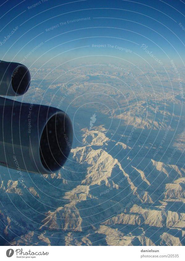 LH 758 Frankfurt-Chennai Flugzeug Triebwerke Ankara über den Wolken Luftverkehr Lufthansa Berge u. Gebirge Schnee