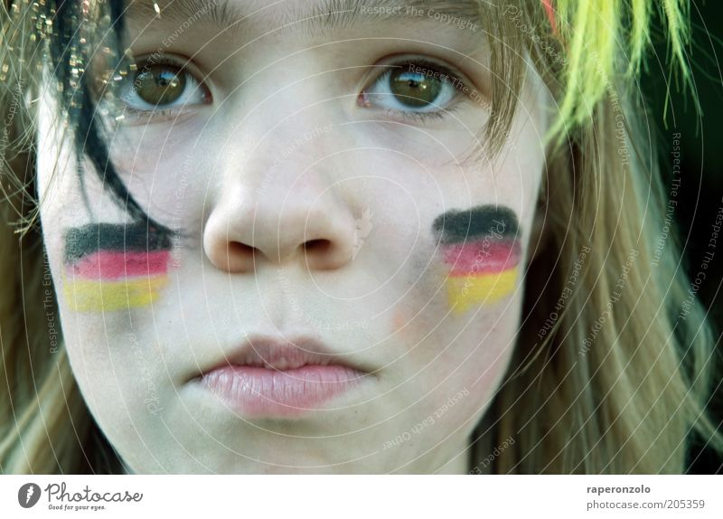 oooh schland ... Gesicht Publikum Fan Verlierer Kindheit Auge Nase 1 Mensch Traurigkeit Hoffnung Deutsche Flagge verlieren Niederlage geschminkt patriot