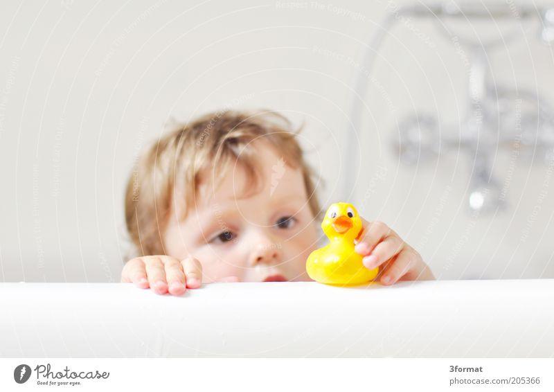 BAD Mensch Kind Hand weiß Gesicht gelb Spielen sprechen Kopf Glück Kindheit sitzen Schwimmen & Baden Haut natürlich Sicherheit