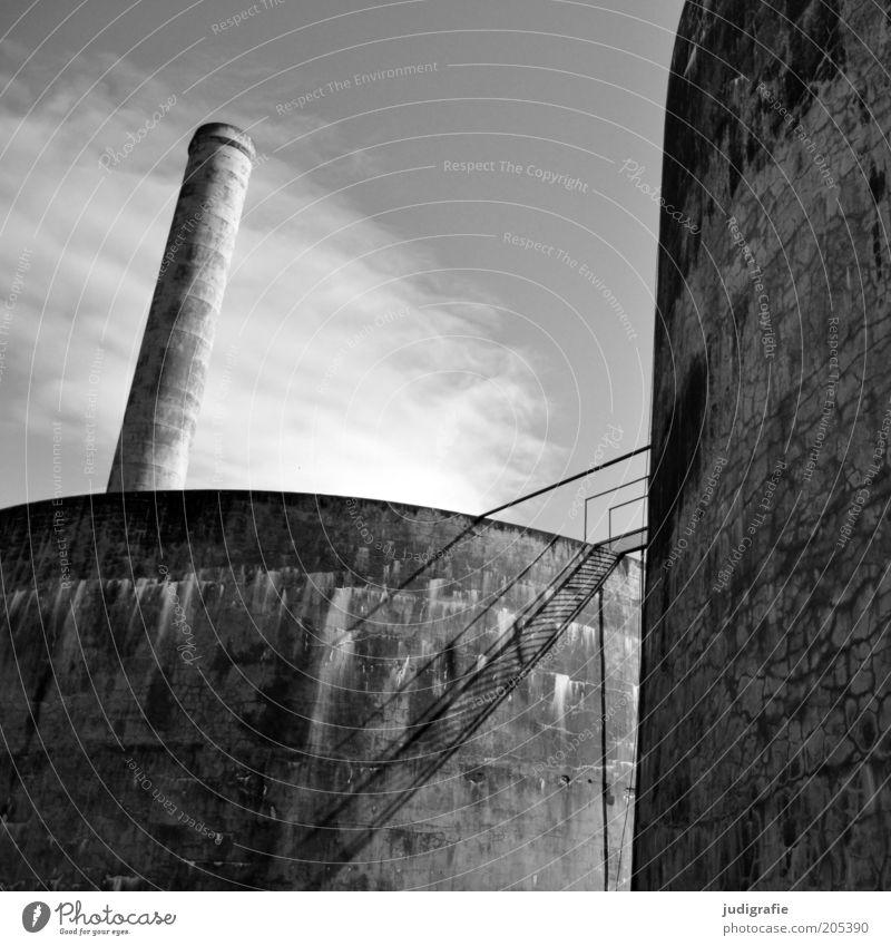 Island alt Himmel Wolken Beton Treppe Industriefotografie Fabrik kaputt Wandel & Veränderung Vergänglichkeit verfallen Verfall Bauwerk Wirtschaft Schornstein
