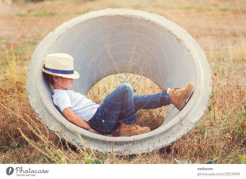 Nachdenklicher Junge Mensch Kind Natur Ferien & Urlaub & Reisen Einsamkeit ruhig Freude Lifestyle Gefühle Wiese Glück Freiheit träumen Feld Kindheit