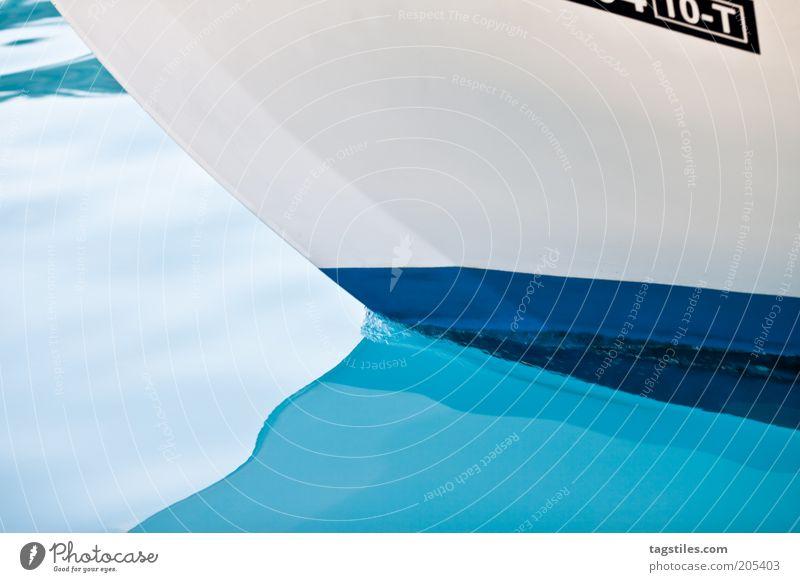 CLEAN Wasser Meer blau Ferien & Urlaub & Reisen ruhig Wasserfahrzeug rein flach Bildausschnitt Textfreiraum maritim Reinheit Reflexion & Spiegelung Licht Marine hell-blau