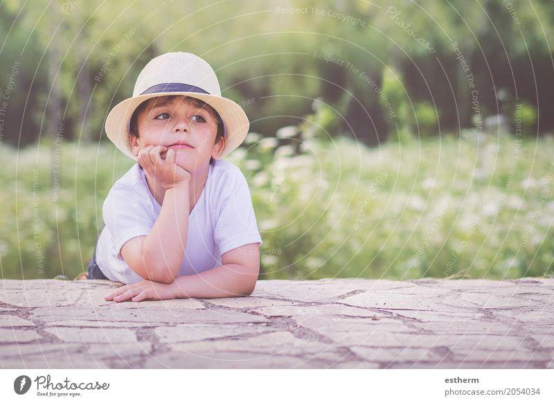 glückliches Kind Mensch Natur Landschaft Freude Leben Lifestyle Frühling Gefühle lustig Junge Glück Garten Stimmung träumen maskulin