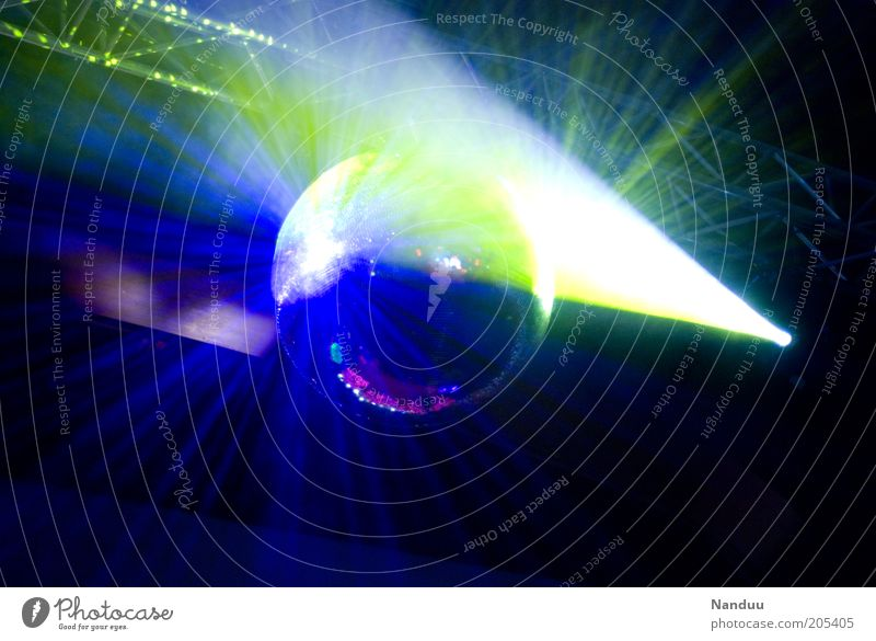 Wie die Motten ins Licht Nachtleben Party Veranstaltung Club Disco Feste & Feiern clubbing schön Discokugel Lichtstrahl Beleuchtungselement Lichttechnik
