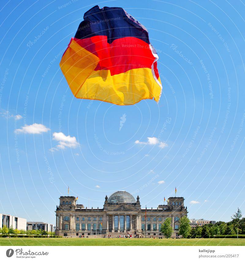fähnchen im wind Sommer Berlin Freiheit Wind Zukunft Tourismus Fahne Deutsche Flagge Wirtschaft Wahrzeichen Politik & Staat Hauptstadt Stadt Natur Sehenswürdigkeit Deutscher Bundestag