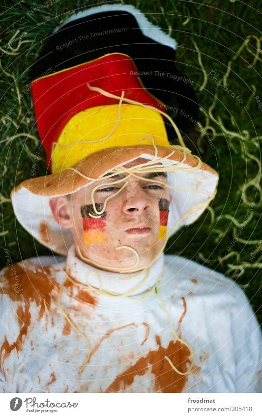 ach wie gut, dass niemand weiss... Mensch Jugendliche Sport Deutschland maskulin Wut Hut Publikum Gesichtsausdruck Fan Ärger Frustration Enttäuschung Spaghetti