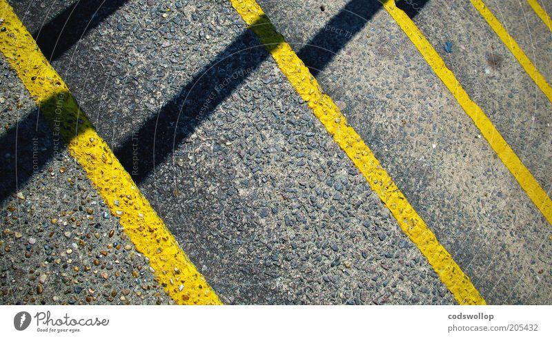 gleitwinkel gelb grau Linie Beton Treppe Ecke Streifen abstrakt unten Bauwerk Geometrie abwärts eckig Abstieg liniert