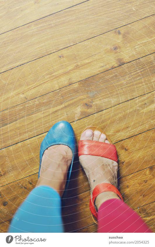 mehr abwechslung2 blau rot Freude außergewöhnlich Fuß Schuhe verrückt Mut Irritation falsch Zehen Holzfußboden Unsinn Damenschuhe unsinnig Sandale