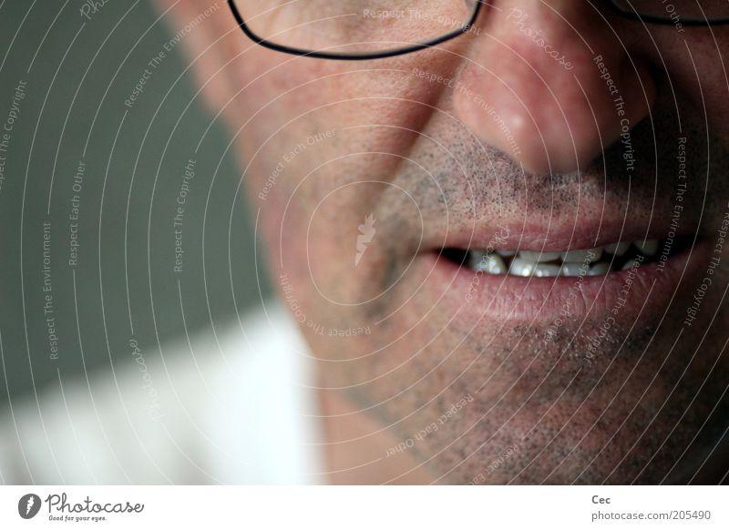 Spannung Mensch Mann Kopf Mund Haut Erwachsene maskulin Zähne Brille Bart Anschnitt Bartstoppel Gesicht unrasiert ungepflegt Männermund