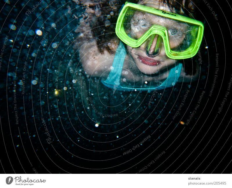 verschwommen Sommerurlaub Wassersport tauchen Kind Mädchen kalt Taucherbrille beschlagen diffus trüb auftauchen Perspektive Blick erstaunt Luftblase neonfarbig